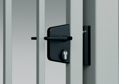 Das Zusatzschloss – ein Verschlussmechanismus im Alu-Gehäuse, mit Profilzylinder, auch in der Ausführung mit elektrischem Türöffner.
