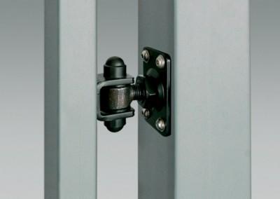 Scharniere auf Montageplatte ermöglichen die Montage der Pforte an schon bestehende Stahl- oder Betonpfosten.