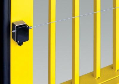 Das Induktionssystem sendet den durch den Druck auf die Sicherheitsleiste erzeugten Impuls von dem Torflügel zur Steuerung.