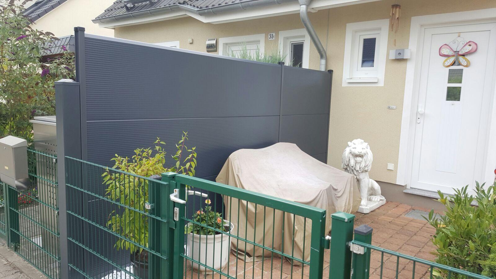 Brilliant Loewe Zaun Foto Von Kein Abblättern Oder Veränderungen Der Farbe –